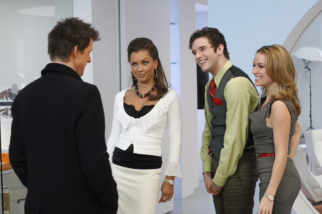 Marc (Michael Urie, 2.v.r.), Wilhelmina (Vanessa Williams, 2.v.l.) und Amanda (Becki Newton, r.) sind überrascht, als plötzlich Daniel (Eric Mabius,... - Bildquelle: Buena Vista International Television