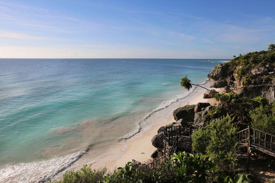 Definitiv eine Reise wert: Der traumhafte weiße Sandstrand in Tulum, Mexiko, liegt in unmittelbarer Nähe zu den Mayastätten ... - Bildquelle: 2016,The Travel Channel, L.L.C. All Rights Reserved.