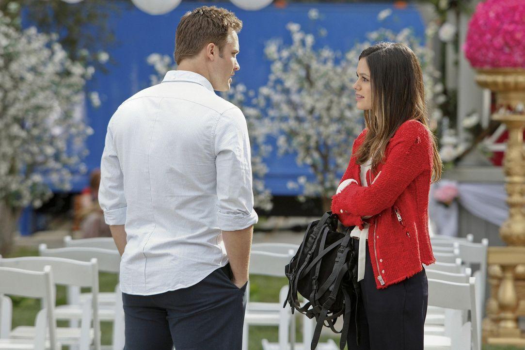 Noch glauben Zoe (Rachel Bilson, r.) und vor allem George (Scott Porter, r.), dass die Hochzeit so stattfinden könnte wie geplant ... - Bildquelle: Warner Bros.
