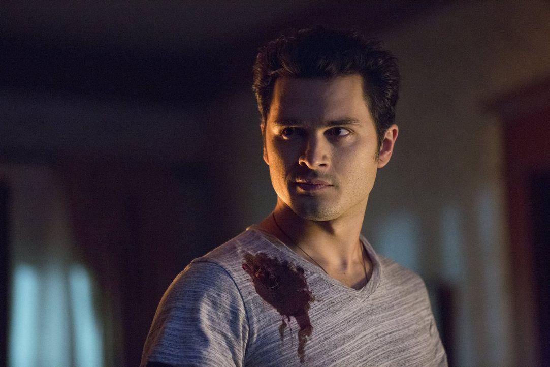 Die Freundschaft zwischen Enzo (Michael Malarkey) und Damon wird durch Dr. Wes' Pläne auf eine harte Probe gestellt ... - Bildquelle: Warner Brothers