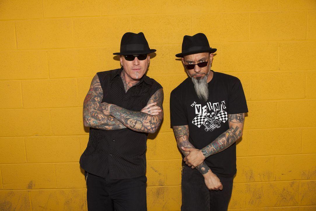 Tattoo-Legende Dirk Vermin (l.) und sein Kumpel Rob Ruckus (r.) machen Las Vegas unsicher, ihr Ziel: die fürchterlichsten Tätowierungen des Landes z... - Bildquelle: Richard Knapp 2014 A+E Networks, LLC
