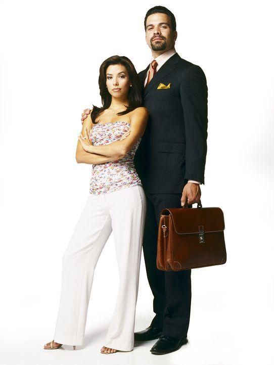 (1. Staffel) - Gabrielle (Eva Longoria, l.) holt sich Befriedigung nicht nur bei ihrem Ehemann Carlos (Ricardo Antonio Chavira, r.) ... - Bildquelle: Touchstone Pictures