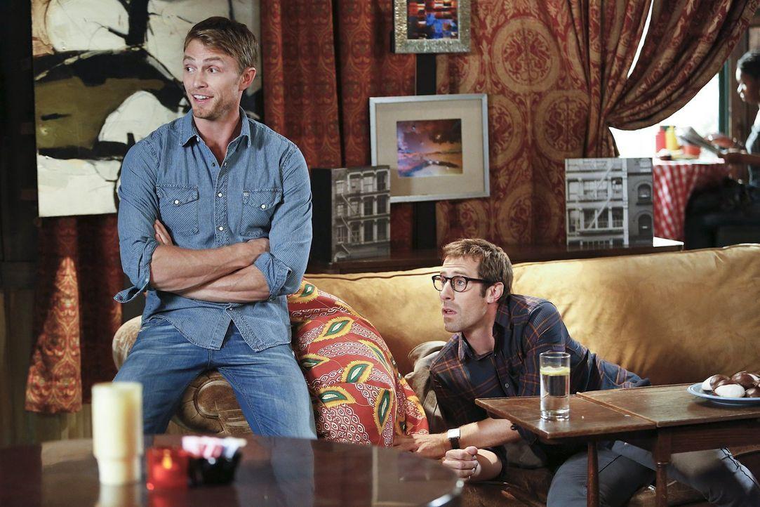 Wahre Kumpels: Wade (Wilson Bethel, l.) und Joel (Josh Cooke, r.) ... - Bildquelle: Warner Brothers