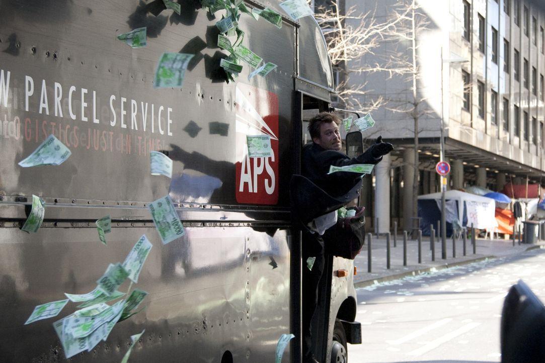 Als eine große Bank das Geld kleiner Anleger verspielt und dafür nicht zur Rechenschaft gezogen wird, entscheidet sich der Polizist Alexander Scholl... - Bildquelle: Laura Schleicher Sixx