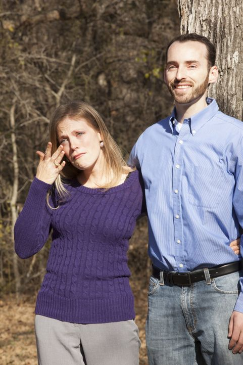 Rebecca (l.) und Joel (r.) Mahan sind überwältigt, als sie ihr neues, altes Heim sehen, nachdem Chip und Joanna Gaines es in ein wahres Schmuckstück... - Bildquelle: Sarah Wilson 2014, HGTV/ Scripps Networks, LLC.  All Rights Reserved.
