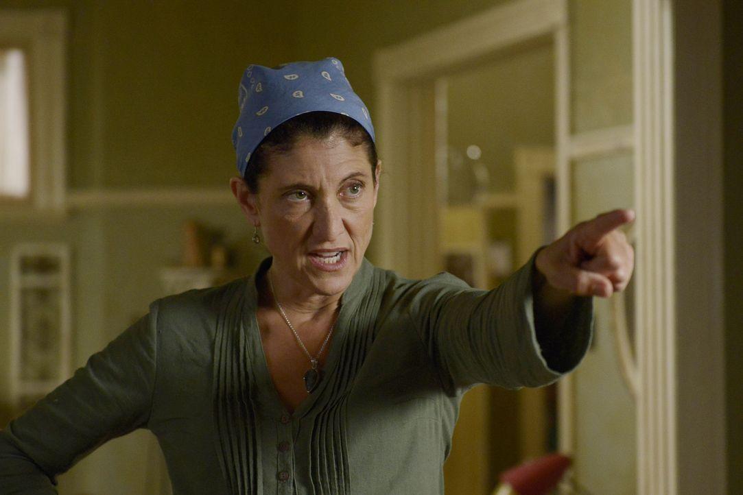 Welchen Einfluss kann Donna (Amy Aquino) auf Sally ausüben? - Bildquelle: Philippe Bosse 2014 B.H. 4 Productions (Muse) Inc. ALL RIGHTS RESERVED.