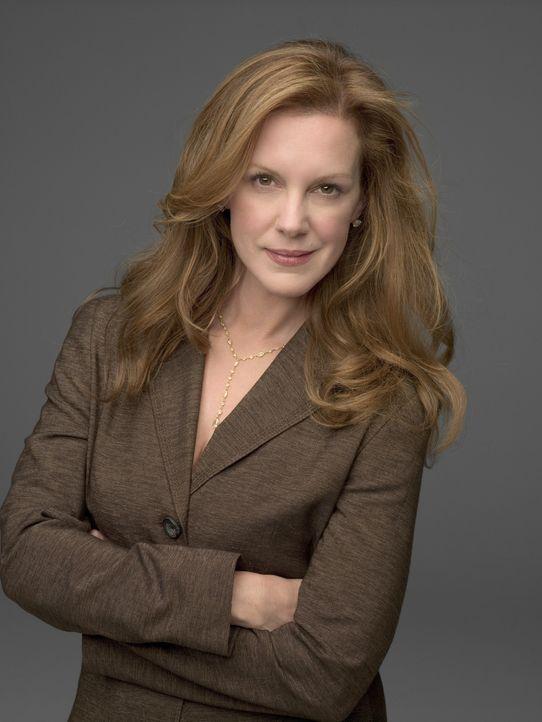 (3. Staffel) - Ihr Aussehen und das Wirken auf andere steht für Celia (Elizabeth Perkins) an oberster Stelle ... - Bildquelle: Lions Gate Television