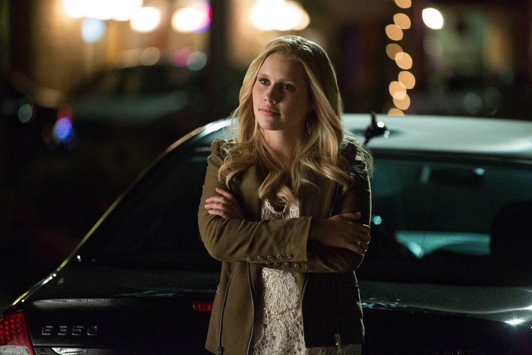 Rebekah (Claire Holt) muss feststellen, dass Katherine alle Bewohner einer Kleinstadt in Pennsylvania unter Gedankenkontrolle gebracht hat ... - Bildquelle: Warner Brothers
