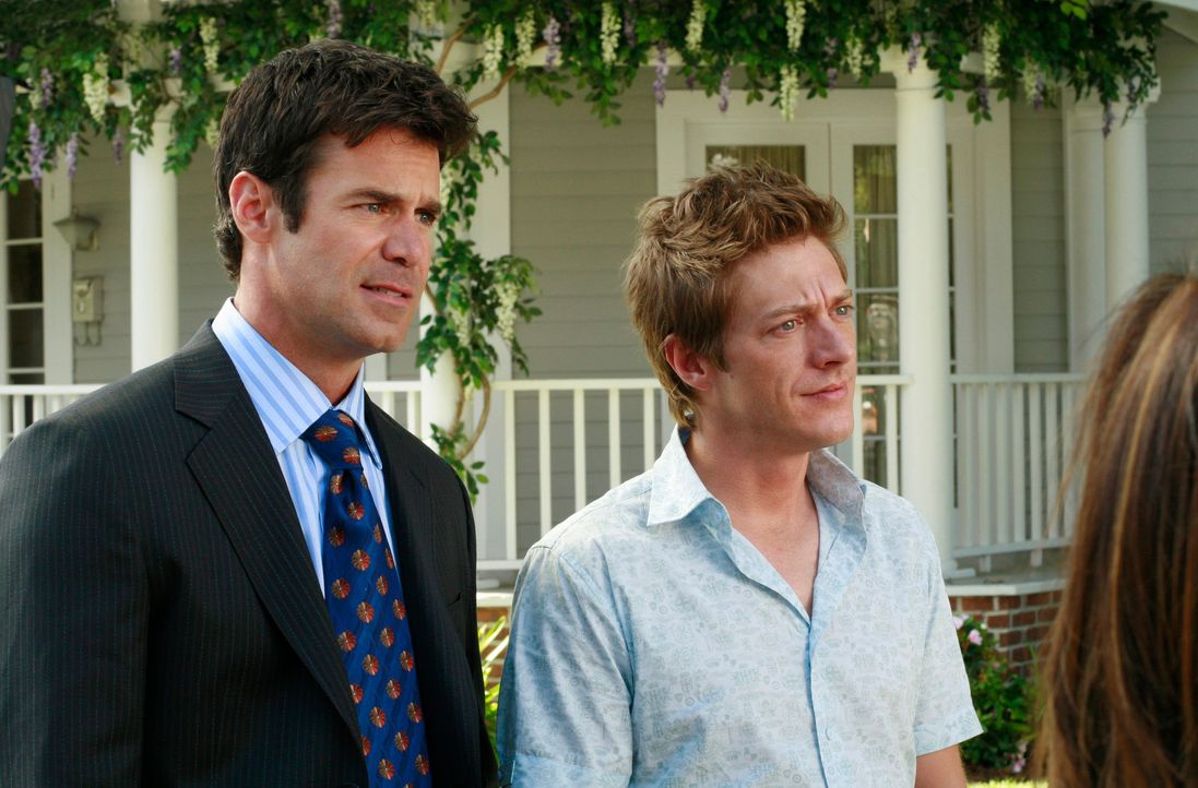 Katherine ahnt nicht, dass Bob (Tuc Watkins, l.) und Lee (Kevin Rahm, r.) einen Trumpf im Ärmel haben ... - Bildquelle: ABC Studios