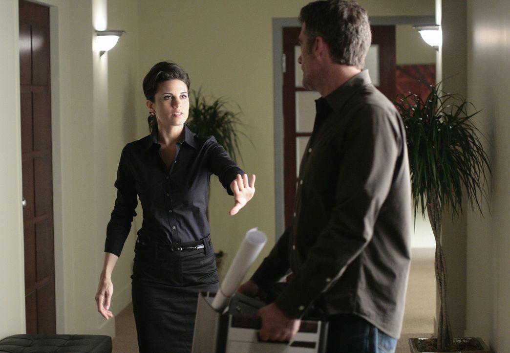 Emily (Leah Cairns, l.) versucht vergeblich, Stephen (Bruce Thomas, r.) zum Bleiben zu überreden ... - Bildquelle: TOUCHSTONE TELEVISION