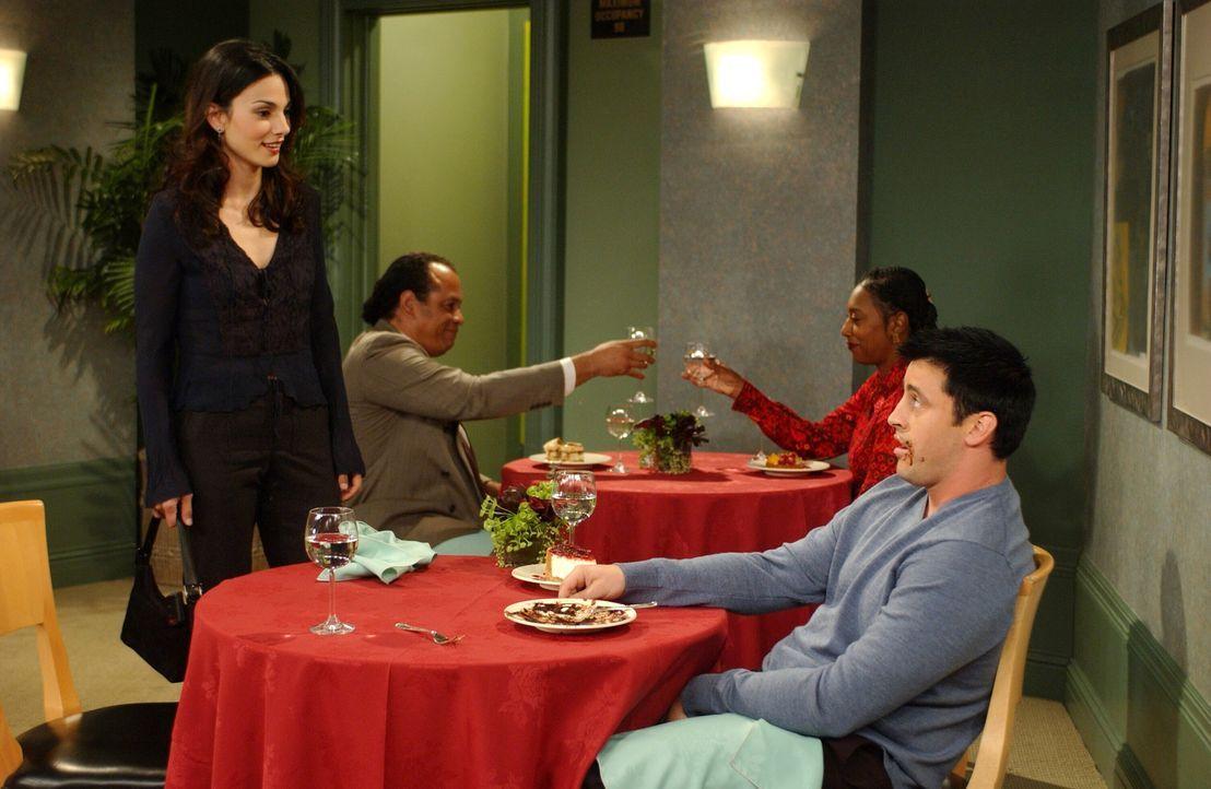 Joey hat eine Verabredung mit Sarah (Annie Parrisse, l.), die damit endet, dass Joey (Matt LeBlanc, r.) austickt ... - Bildquelle: 2003 Warner Brothers International Television