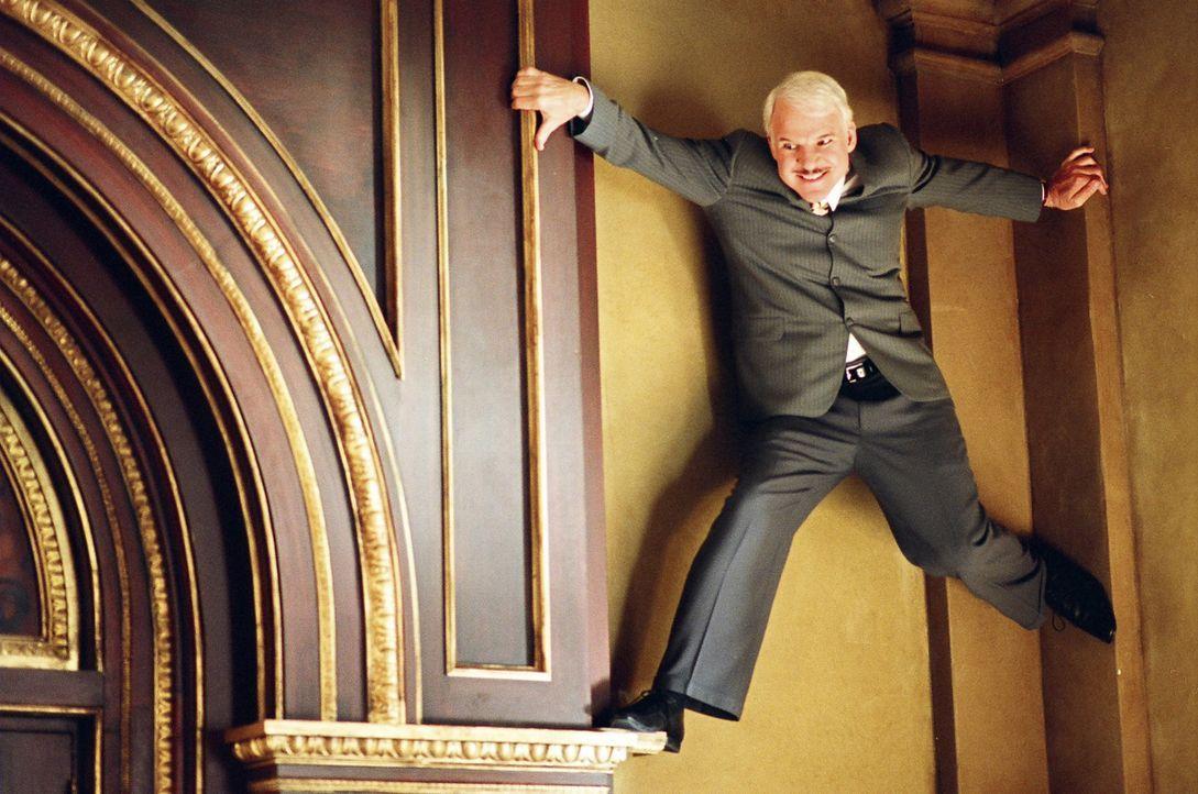 Mit vollem Körpereinsatz verfolgt Inspektor Clouseau (Steve Martin) die Spur. Schon bald ereignet sich jedoch ein zweiter Mord ... - Bildquelle: Metro-Goldwyn-Mayer Studios Inc. All Rights Reserved.