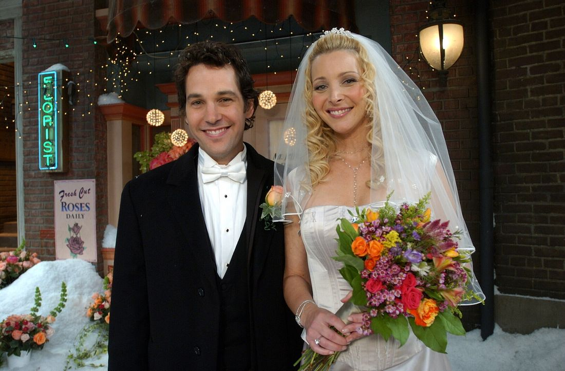 Schönster Tag ihres Lebens: Phoebe (Lisa Kudrow, r.) und Mike (Paul Rudd, l.) ... - Bildquelle: 2003 Warner Brothers International Television