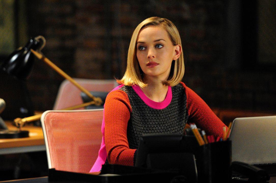 Mit ihrem technischen Wissen ist Robyn (Jess Weixler) bei dem neusten Fall unentbehrlich ... - Bildquelle: John Paul Filo 2013 CBS Broadcasting Inc. All Rights Reserved.