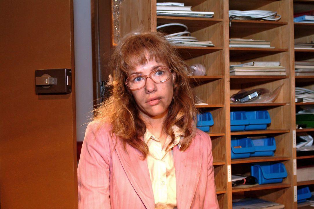 Nachdem Lisa (Alexandra Neldel) von Richard eingesperrt wurde, um zu verhindern, dass sie David eine rettende Information geben konnte, ist sie ersc... - Bildquelle: Monika Schürle SAT.1 / Monika Schürle