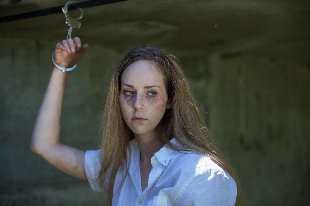 Als Kim von vier Männern entführt wird, wollen sich diese gegenseitig an Grausamkeit übertrumpfen - für Kim der blanke Horror ... - Bildquelle: Darren Goldstein Cineflix 2014