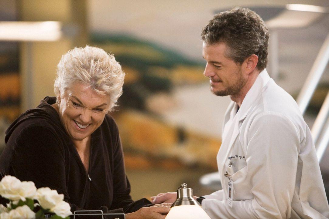 Während Bailey hofft, dass für den kleinen Patienten Jackson noch rechtzeitig ein Spenderherz kommt, trifft Mark (Eric Dane, r.) trifft auf Dereks... - Bildquelle: Touchstone Television