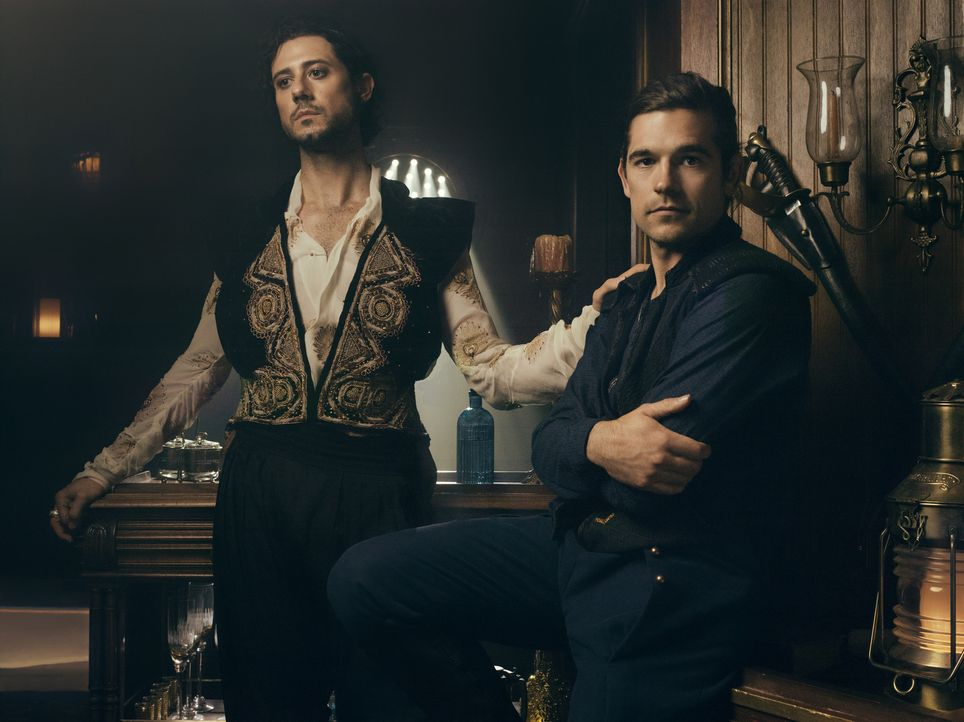 Eliot (Hale Appleman, l.); Quentin (Jason Ralph, r.) - Bildquelle: 2018 Syfy Media Productions LLC. ALL RIGHTS RESERVED.