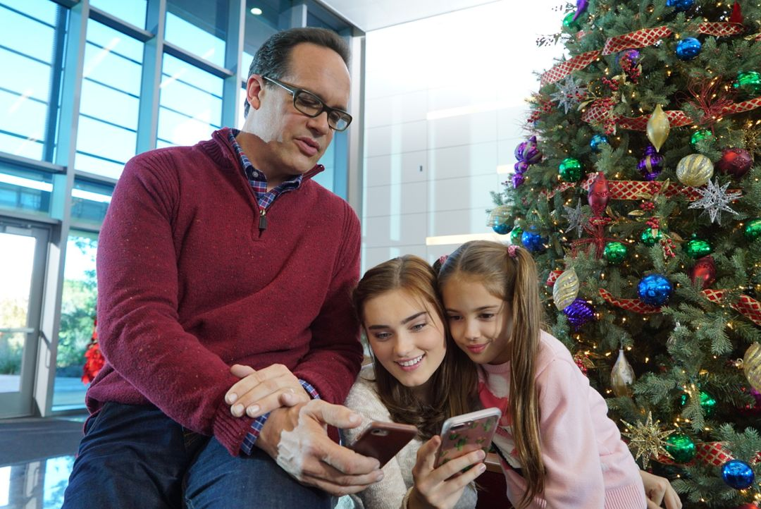 (v.l.n.r.) Greg (Diedrich Bader); Taylor (Meg Donnelly); Anna-Kat (Julia Butters) - Bildquelle: Eric McCandless 2017 American Broadcasting Companies, Inc. All rights reserved. / Eric McCandless