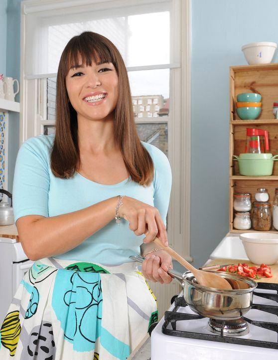 Rachel Khoo möchte neue Geschmäcker testen und diese festhalten, damit sie ihre Erlebnisse auch Zuhause mit ihren Freunden teilen kann ... - Bildquelle: Des Willie BBC Worldwide 2013
