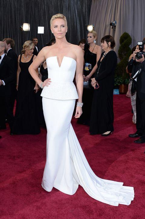Charlize Theron auf dem Red Carpet 2013 - Bildquelle: AFP