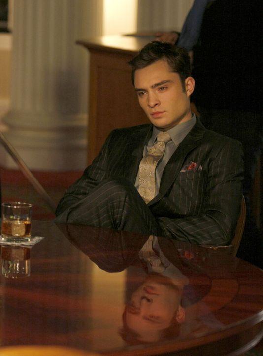 Chuck (Ed Westwick) wird von mehreren ehemaligen Angestellten wegen sexuellen Missbrauchs angezeigt - wer steckt hinter diesem Komplott? - Bildquelle: Warner Brothers.
