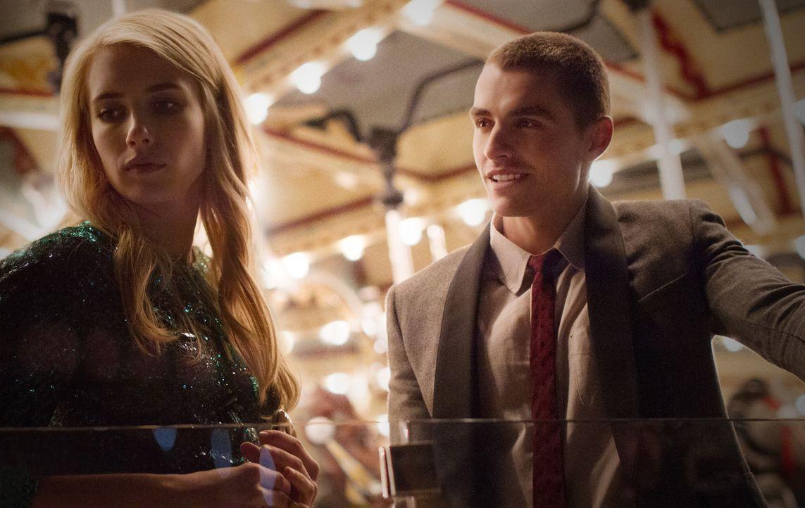 Während die Watcher sie immer und überall im Blick haben, kämpfen Vee (Emma Roberts, l.) und Ian (Dave Franco, r.) schon bald um mehr als nur ein bi... - Bildquelle: 2016 Lions Gate Entertainment Inc. All Rights Reserved.