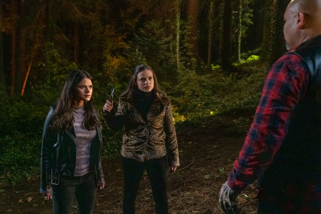 Mel Vera (Melonie Diaz, l.); Maggie Vera (Sarah Jeffery, r.) - Bildquelle: Colin Bentley 2019 The CW Network, LLC. All Rights Reserved. / Colin Bentley