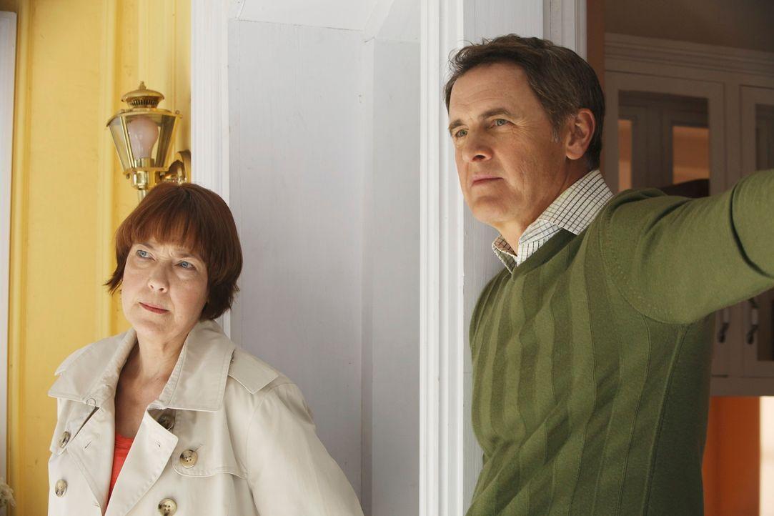 Susan trauert um einen Freund, während Felicia (Harriet Sansom Harris, l.) mit Paul (Mark Moses, r.) Frieden schließen möchte ... - Bildquelle: ABC Studios