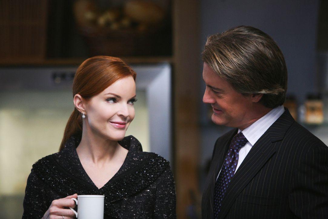 Während Edie durch einen Zeitungsartikel erfährt, was Dave möglicherweise vorhat, glaubt Orson (Kyle MacLachlan, r.), dass Bree (Marcia Cross, l.) i... - Bildquelle: ABC Studios
