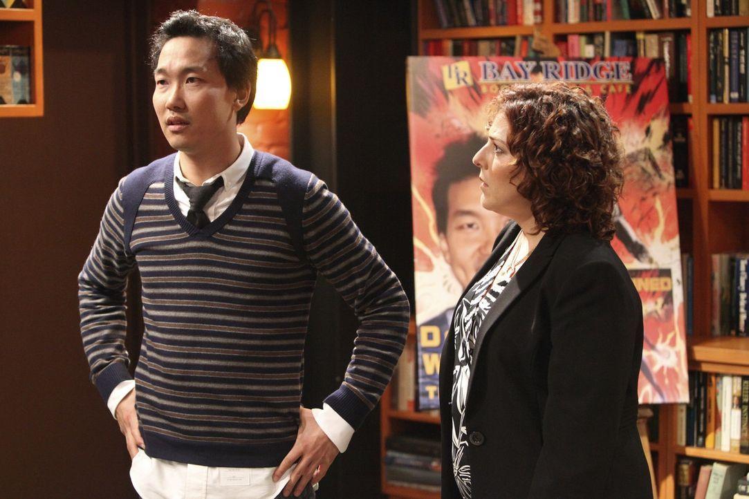 Damon Weavers (Eddie Shin, l.) Verlegerin (Rachael Leah Cohen) kann nicht glauben, dass Damon beschuldigt wird, die Zeichnungen von Colin nur etwas... - Bildquelle: ABC Studios
