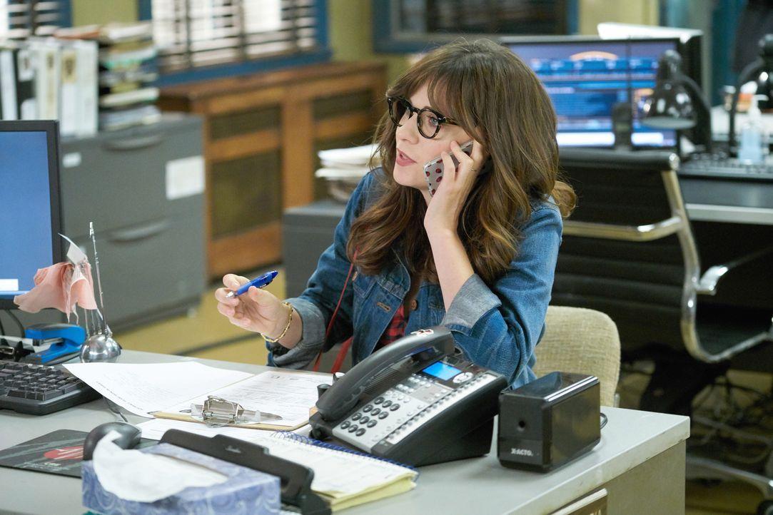 Der NYPD Detective Jake Peralta braucht Jess' (Zooey Deschanel) Unterstützung, als diese mit ihren Freunden in New York ist ... - Bildquelle: 2017 Fox and its related entities.  All rights reserved.