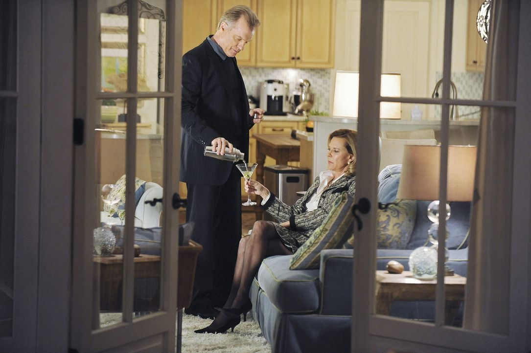 Die Anspannung zwischen Addison und ihrem Vater (Stephen Collins, l.) steigt noch mehr an, als ihre Mutter Bizzy (JoBeth Williams, r.) auftaucht und... - Bildquelle: ABC Studios
