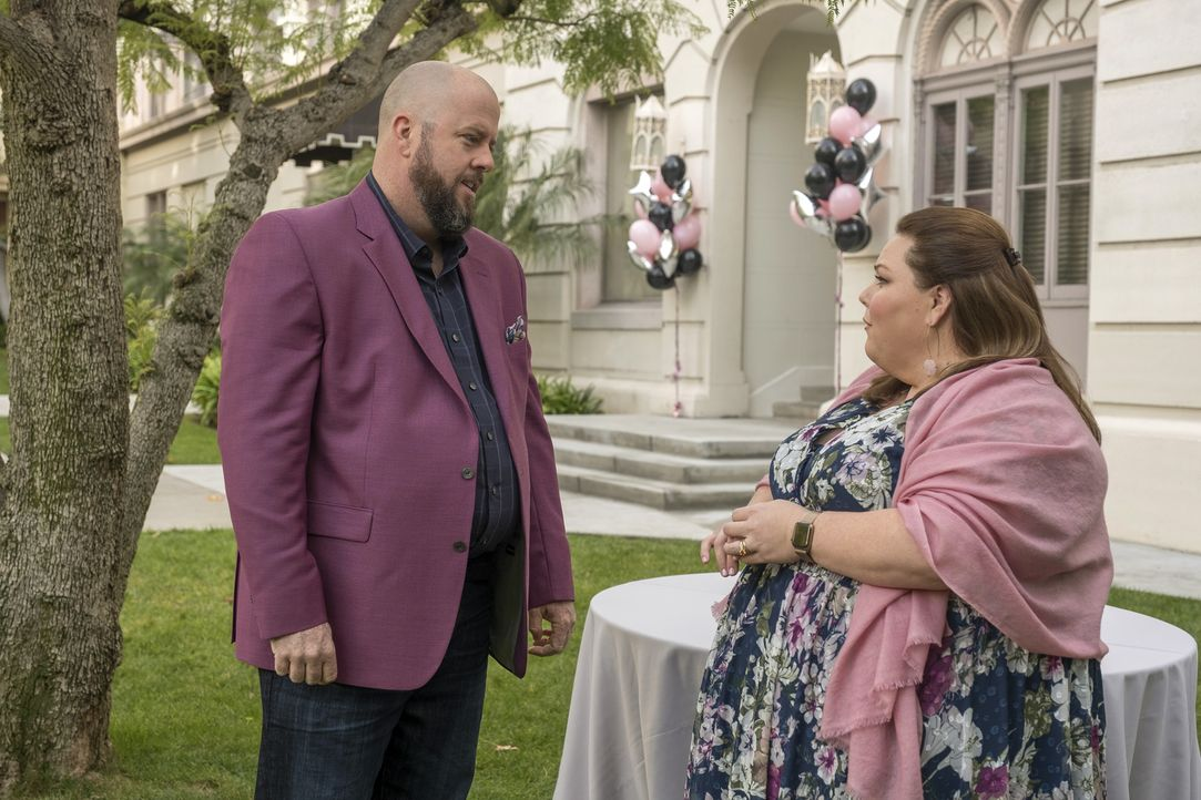 Toby Damon (Chris Sullivan, l.); Kate Pearson (Chrissy Metz, r.) - Bildquelle: Ron Batzdorff 2018 NBCUniversal Media, LLC