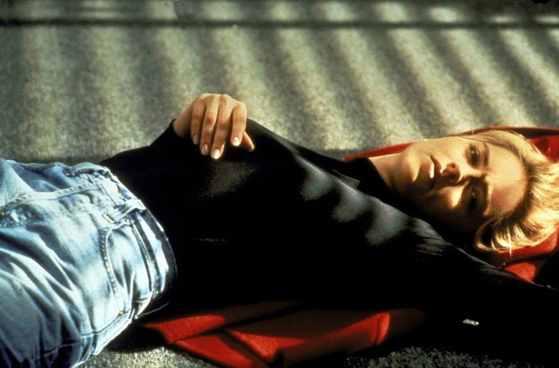 Nichtsahnend bezieht die Lektorin Carly Norris (Sharon Stone) ihre neue Wohnung ... - Bildquelle: Paramount Pictures