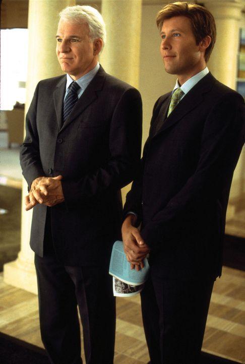 Stehen vor einem Rätsel: Peter Sanderson (Steve Martin, l.) und Todd Gendler (Michael Rosenbaum, r.) ... - Bildquelle: Touchstone Pictures