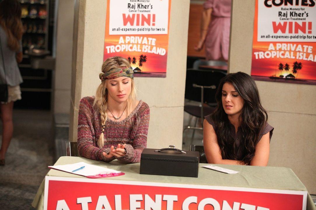 Ivy Sullivan (Gillian Zinser, l.) und Annie Wilson (Shenae Grimes, r.) sammeln Geld für Rajs Krebstherapie. - Bildquelle: 2011 The CW Network. All Rights Reserved.