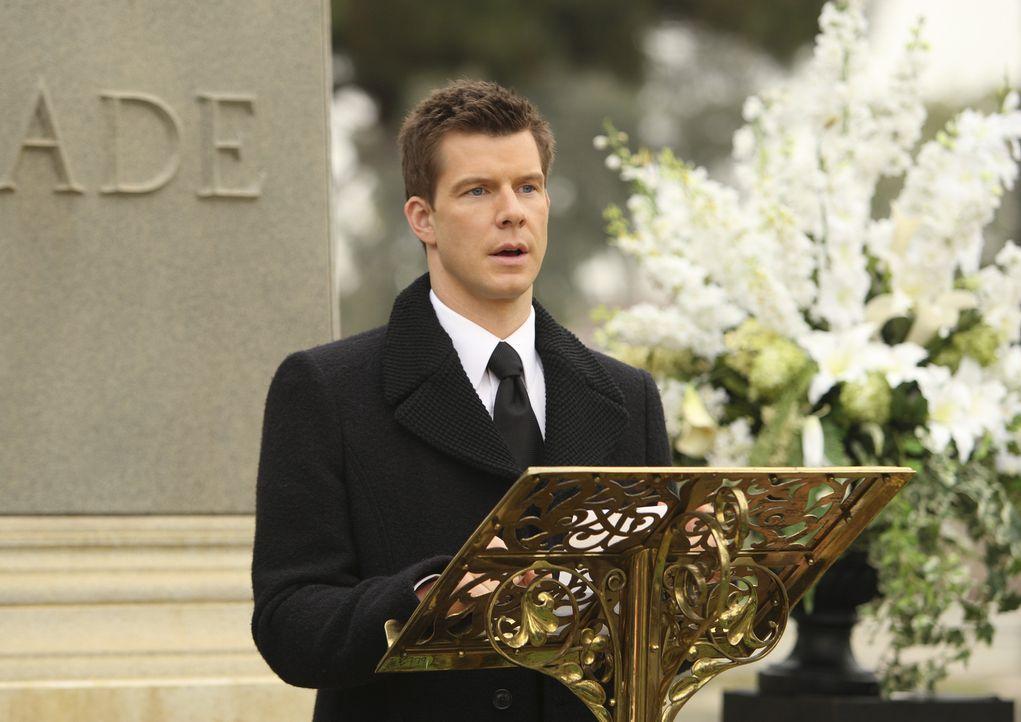 Steht nach dem Tod des Vaters vor einigen sehr schweren Entscheidungen: Daniel (Eric Mabius) ... - Bildquelle: Buena Vista International Television