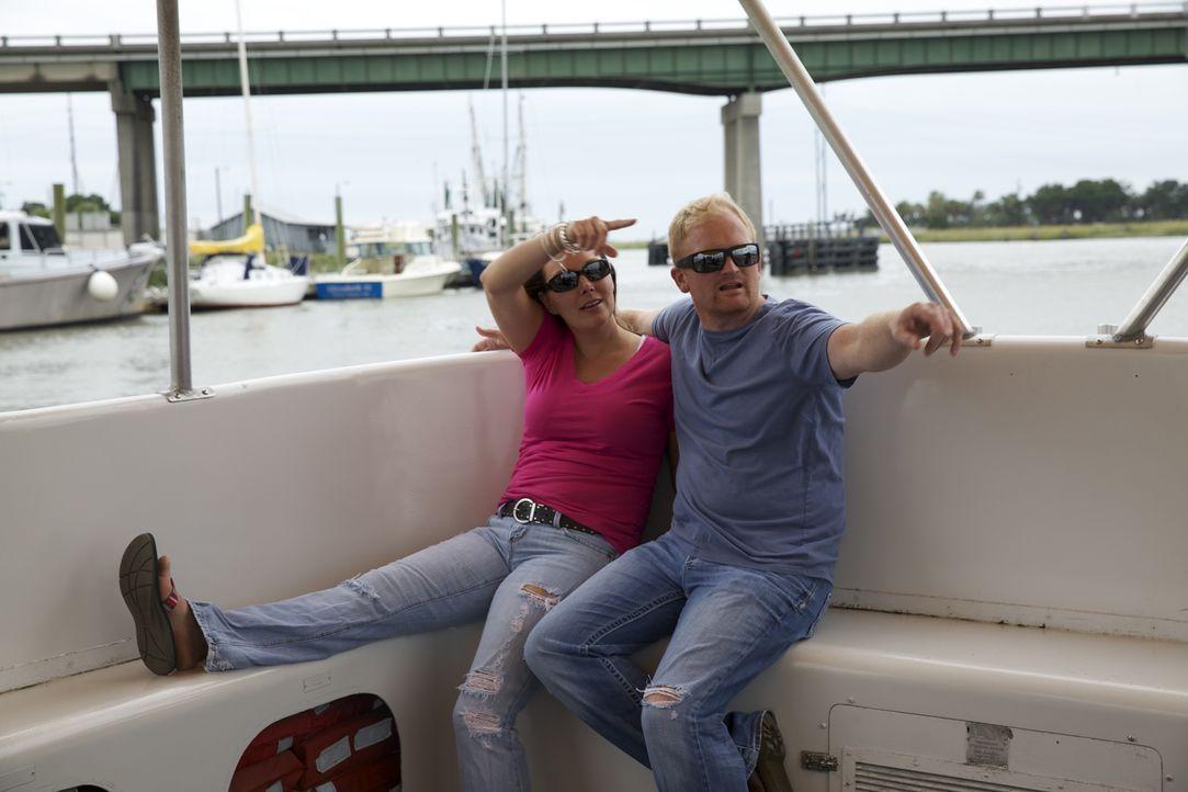 Stacie (l.) und Ryan (r.) suchen nach einem Strandhaus, in dem sie sich immer wie im Urlaub fühlen können. Doch reicht das Budget von $250.000 aus? - Bildquelle: 2013,HGTV/Scripps Networks, LLC. All Rights Reserved