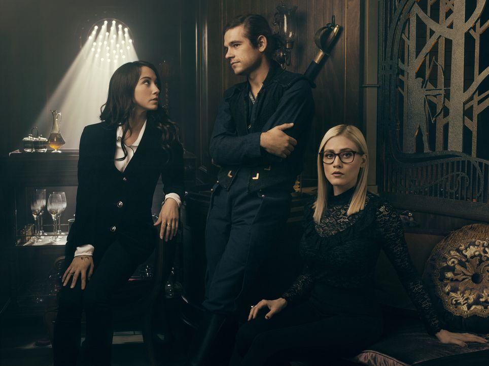 (v.l.n.r.) Julia (Stella Maeve); Quentin (Jason Ralph); Alice (Olivia Taylor Dudley) - Bildquelle: 2018 Syfy Media Productions LLC. ALL RIGHTS RESERVED.
