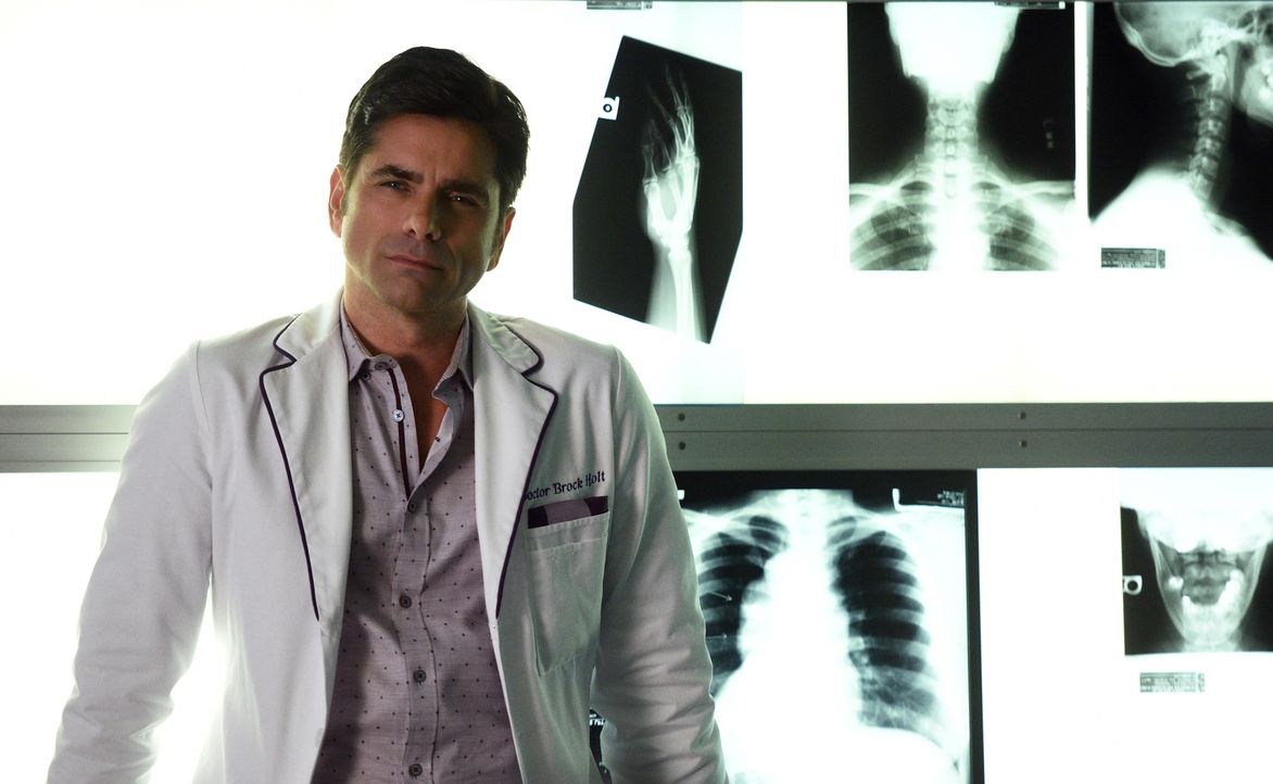 Dr. Brock Holt (John Stamos) hat bereits eine bewegte Vergangenheit hinter sich. Wird ihn das in irgendeiner Weise bei seiner jetzigen Arbeit beeinf... - Bildquelle: 2016 Fox and its related entities.  All rights reserved.