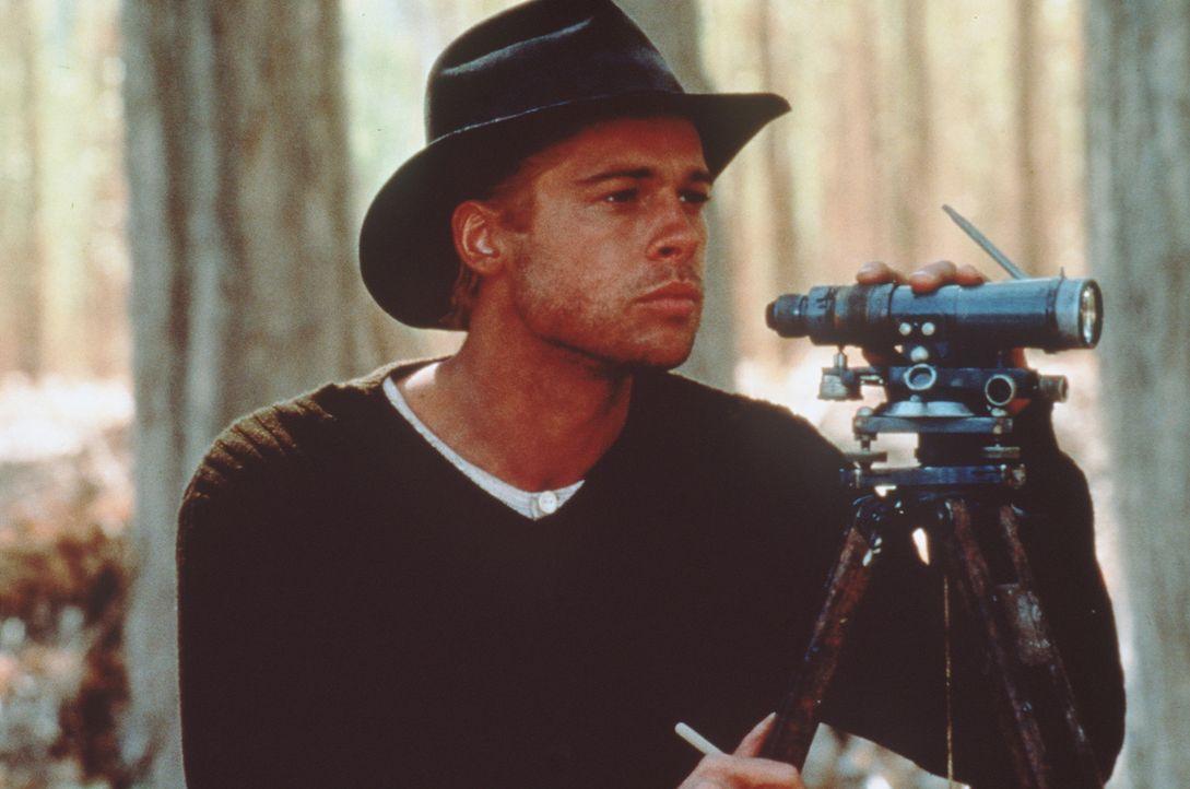 Heinrich Harrer (Brad Pitt) betätigt sich in Tibet auch als Landvermesser ... - Bildquelle: TriStar Pictures