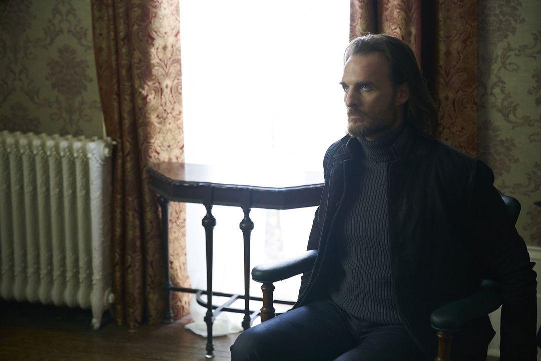 Während Jeremy (Greg Bryk) erkennen muss, dass Roman tatsächlich am längeren Hebel sitzt, tappen Elena und Sasha in eine Falle ... - Bildquelle: 2016 She-Wolf Season 3 Productions Inc.