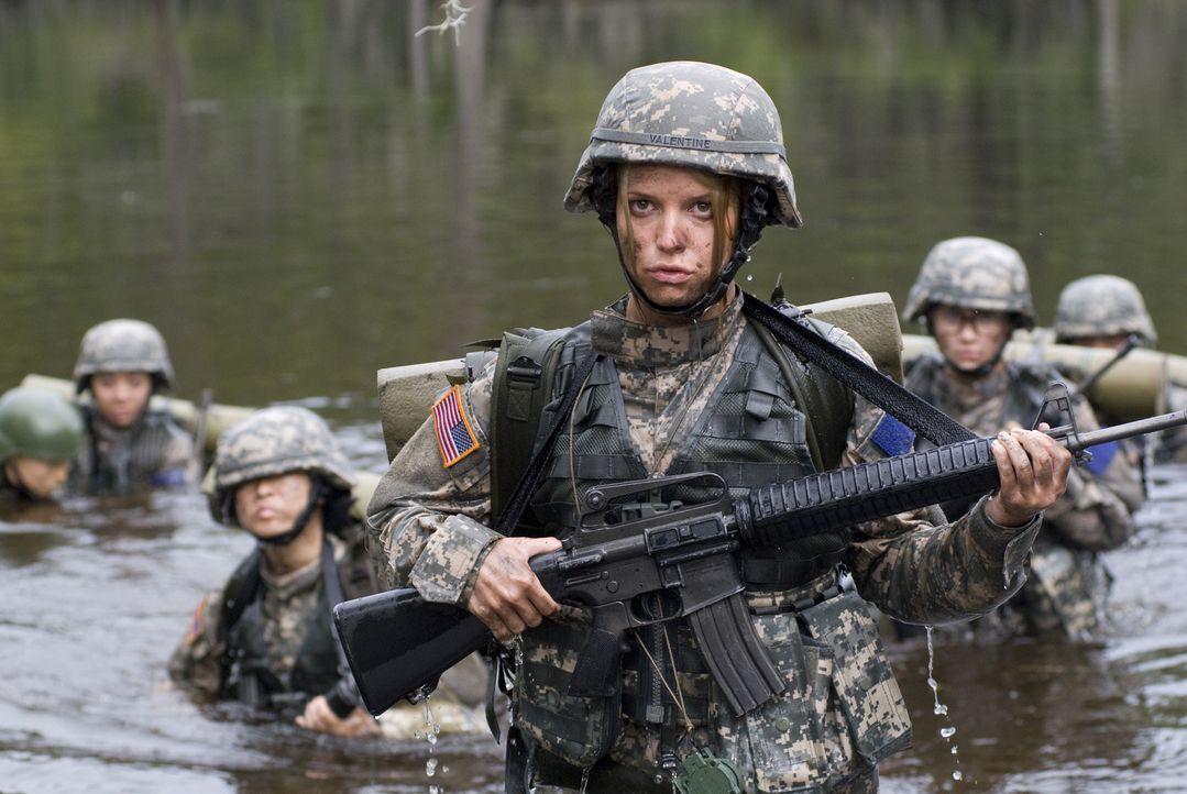Für die letzte Mission führt Kapitän Megan Valentine (Jessica Simpson, M.) das Team an - ob das gutgehen wird? - Bildquelle: 2007 MAJOR PRODUCTIONS, INC.