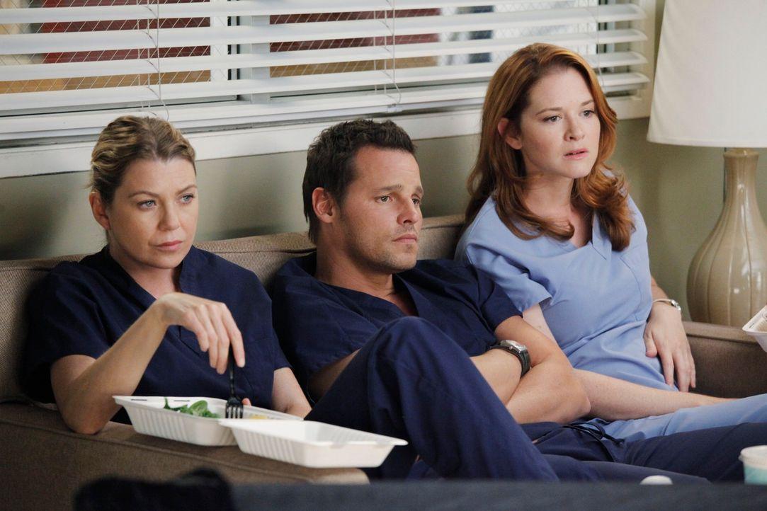Rückblende: Der Flugzeugabsturz steckt allen noch tief in den Knochen: Meredith (Ellen Pompeo, 2.v.l.), Alex (Justin Chambers, 2.v.r.) und April (Sa... - Bildquelle: ABC Studios