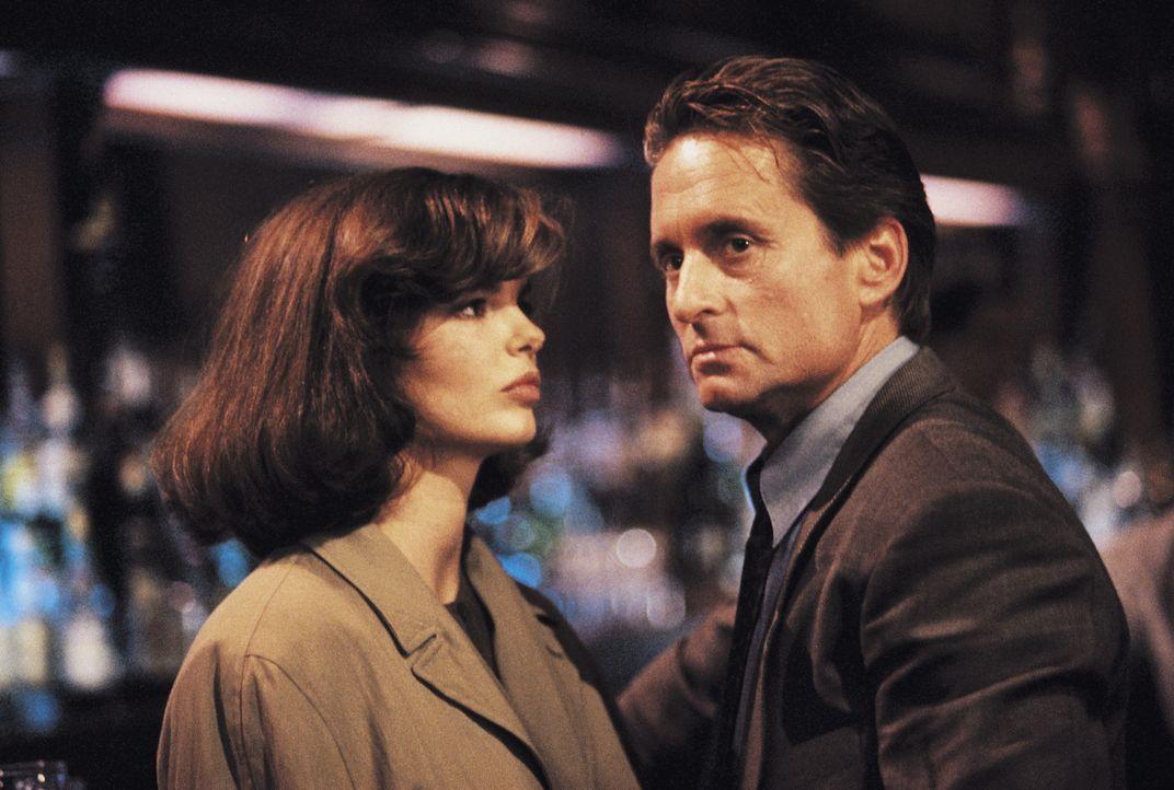 Beth Garner (Jeanne Tripplehorn, l.); Nick Curran (Michael Douglas, r.) - Bildquelle: 1992 STUDIOCANAL. All Rights Reserved.
