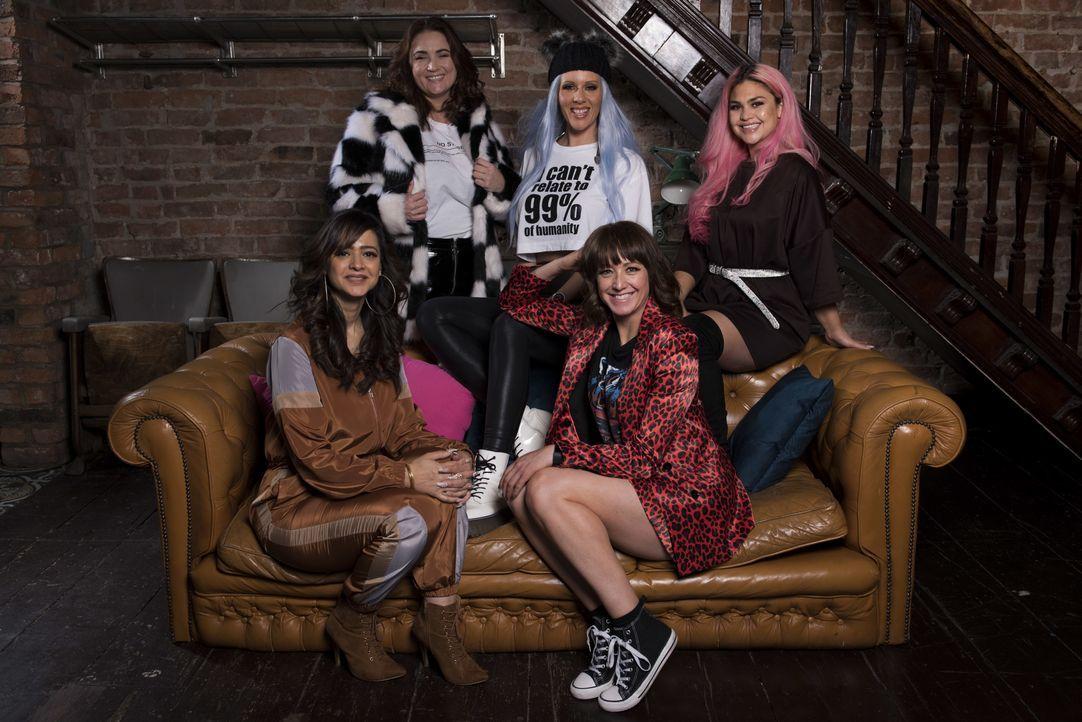 (1. Staffel) - (v.l.n.r.) Harjit; Rachel; Jo; Salena; Monera - Bildquelle: Naked Television Ltd.