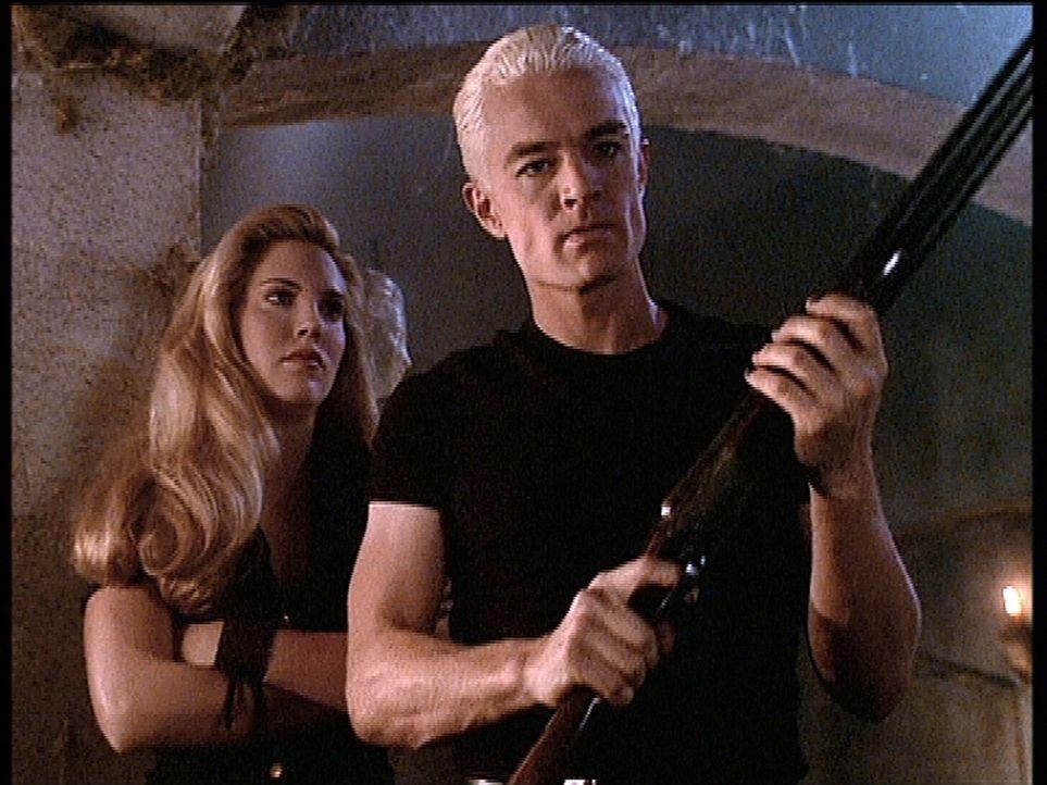 Spike (James Marsters, r.) ist wütend und sinnt auf Rache an seiner ärgsten Feindin. Auch Harmony (Mercedes McNab, l.) kann ihn nicht von seinem Vor... - Bildquelle: TM +   2000 Twentieth Century Fox Film Corporation. All Rights Reserved.