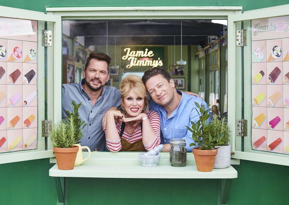(v.l.n.r.) Jimmy Doherty; Joanna Lumley; Jamie Oliver - Bildquelle: David Loftus