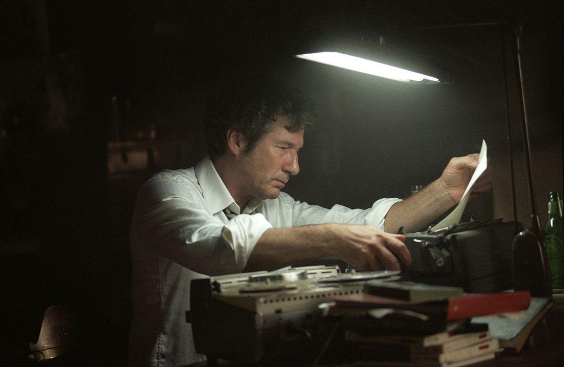 Der mittelmäßige Autor Clifford Irving (Richard Gere) entpuppt sich als genialer Hochstapler ... - Bildquelle: 2006 Miramax Films.